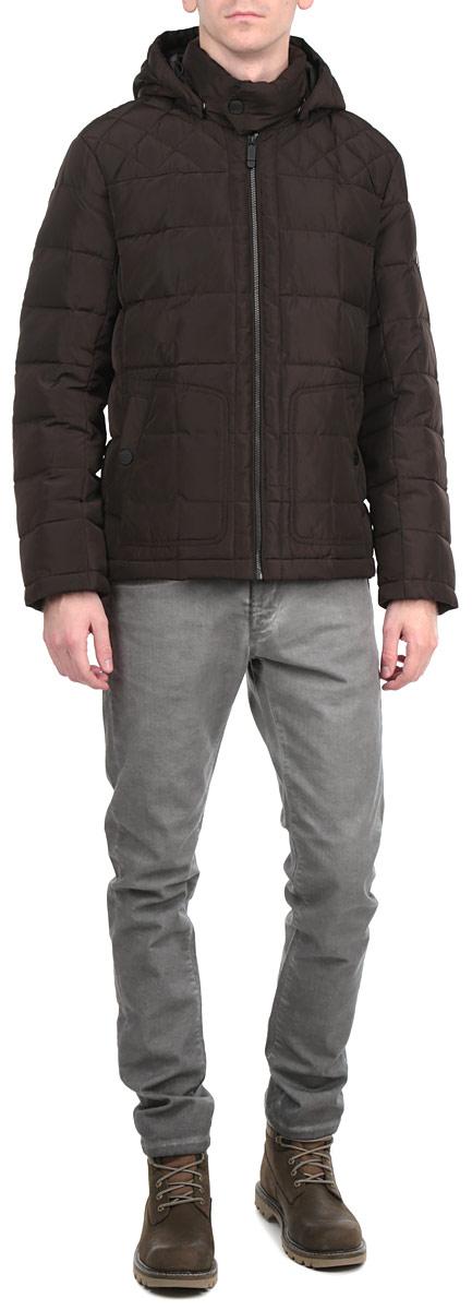КурткаW15-42002Стильная, молодежная куртка Finn Flare подчеркнет креативность вашего вкуса и отлично подойдет для прохладной погоды. Модель прямого кроя с отстегивающимся капюшоном застегивается на застежку-молнию, воротник дополнительно застегивается на кнопку. Утеплитель - пух и перо. Куртка дополнена двумя боковыми карманами на кнопках. Модель дополнена внутренним накладным карманом на липучке. Эта модная куртка послужит отличным дополнением к вашему гардеробу.