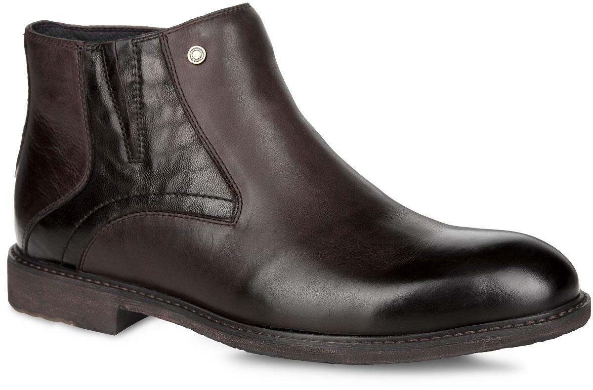 109-101-01(M)Стильные мужские ботинки от Dino Ricci - отличный вариант на каждый день. Модель выполнена из натуральной кожи с вставкой из кожи с декоративным тиснением и оформлена прострочкой вдоль ранта. Застегиваются ботинки на боковую застежку-молнию. Подкладка и стелька, выполненные из натурального меха, не дадут вашим ногам замерзнуть. Подошва с рельефным протектором защищает изделие от скольжения. Модные и удобные ботинки займут достойное место среди вашей коллекции обуви!