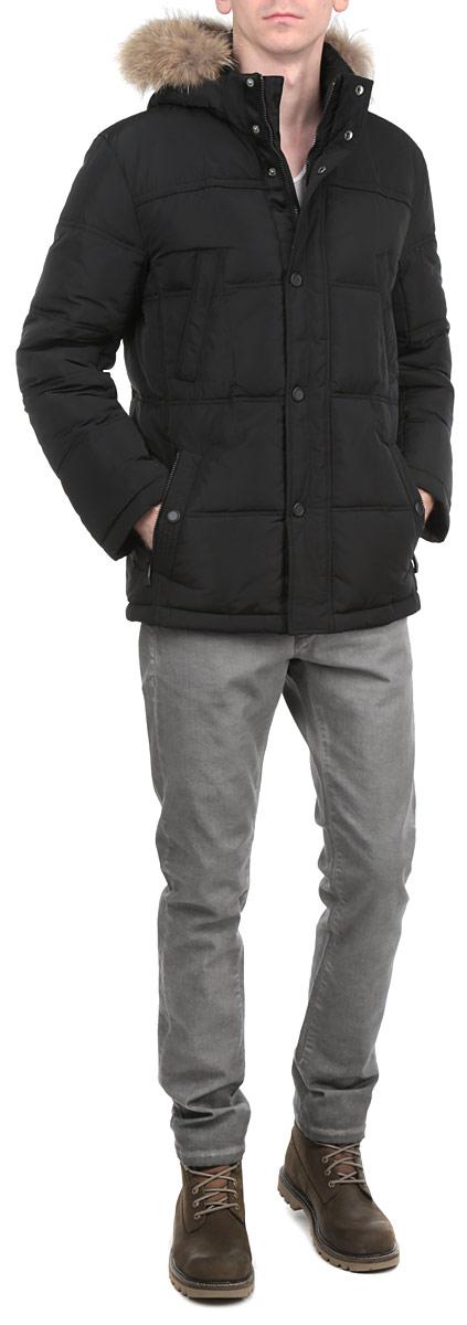 Куртка мужская. W15-21006W15-21006Стильная и удлиненная куртка Finn Flare подчеркнет креативность вашего вкуса. Модель прямого кроя с отстегивающимся капюшоном застегивается на застежку-молнию и дополнительно ветрозащитным клапаном на кнопки. Капюшон дополнен съемной меховой опушкой из енота. Утеплитель - пух и перо. Куртка дополнена четырьмя боковыми карманами, два из которых на застежках-молниях и два на кнопках. Также есть два нагрудных кармана на кнопках. Внутри куртка дополнена двумя потайными карманами на пуговицах. Эта модная куртка послужит отличным дополнением к вашему гардеробу.