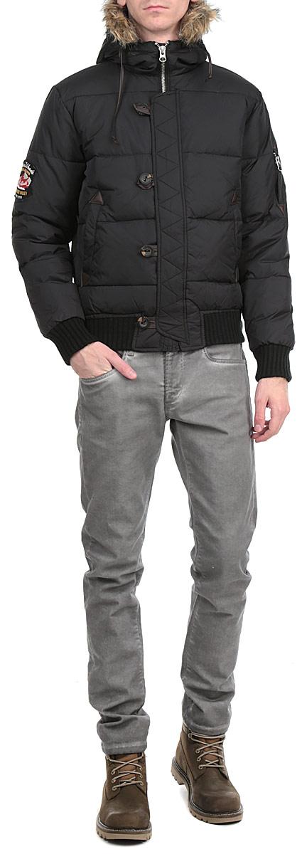 Куртка мужская. H1 BF141H1 BF141 BLACKСтильная, молодежная куртка Fresh Brand подчеркнет креативность вашего вкуса и отлично подойдет для прохладной погоды. Модель прямого кроя с капюшоном застегивается на застежку-молнию и дополнительно ветрозащитным клапаном на пуговицы. Капюшон дополнен съемной меховой опушкой. Утеплитель - пух. Рукава и низ изделия оформлены эластичными вставками. Куртка дополнена двумя боковыми карманами. На рукаве - карман на застежке-молнии. Эта модная куртка послужит отличным дополнением к вашему гардеробу.