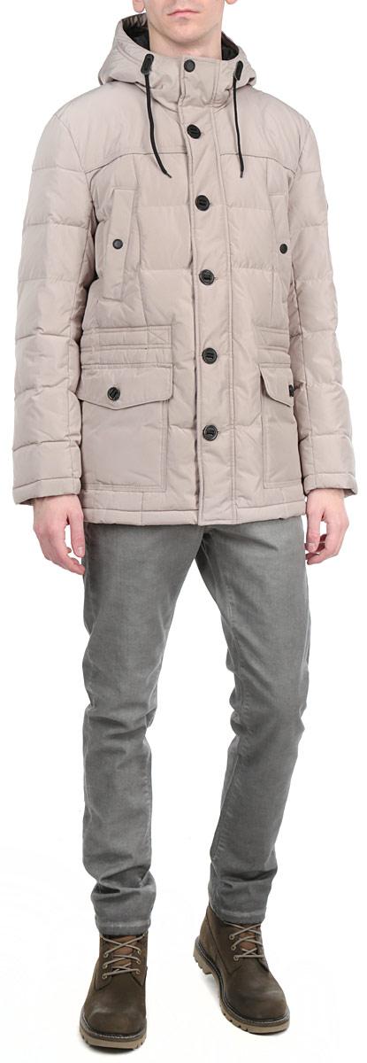 Куртка мужская. W15-21000W15-21000Стильная и удлиненная мужская куртка Finn Flare подчеркнет креативность вашего вкуса. Модель прямого кроя с не отстегивающимся капюшоном застегивается на застежку-молнию и дополнительно ветрозащитным клапаном на кнопки и пуговицы. Утеплитель - синтепон. Рукава оформлены эластичными, трикотажными манжетами. Куртка дополнена двумя боковыми карманами с клапанами на пуговицах. На груди также есть два кармана на кнопках. Внутри куртка дополнена тремя потайными карманами, два на пуговицах и один на застежке-молнии. Внутри модель на талии дополнена эластичной, затягивающейся кулиской. Эта модная куртка послужит отличным дополнением к вашему гардеробу.