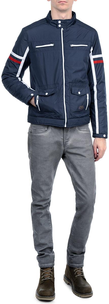 Куртка муж. H3 DF061H3 DF061 Night BlueСтильная мужская куртка Fresh Brand, выполненная из высококачественных материалов, обеспечит максимальный комфорт при различных погодных условиях. Изделие с воротником-стойкой и длинными рукавами застегивается на пластиковую застежку-молнию по всей длине, на воротнике застегивается хлястиком на две металлические кнопки. Спереди модель дополнена двумя нашивными карманами, двумя втачными карманами на молнии, двумя втачными карманами с клапанами на кнопках. Манжеты изделия оснащены хлястиками на кнопках. На груди модель декорирована двумя застежками-молниями. Эта стильная куртка послужит отличным дополнением к вашему гардеробу!