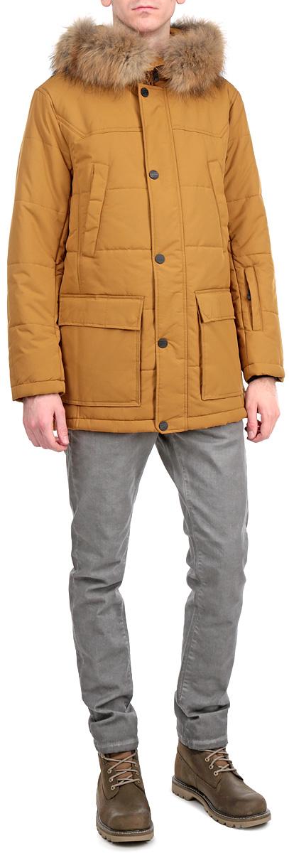 КурткаW15-42005Стильная, удлиненная куртка Finn Flare подчеркнет креативность вашего вкуса. Модель прямого кроя с не отстегивающимся капюшоном застегивается на застежку-молнию и дополнительно ветрозащитным клапаном на кнопки. Капюшон дополнен съемной опушкой из натурального меха енота. Утеплитель - синтепон. Рукава оформлены эластичными, трикотажными манжетами. Куртка дополнена четырьмя боковыми карманами, два из которых на кнопках, а два с клапанами на кнопках. На груди также есть два кармана на кнопках. На рукаве - не большой карман на застежке-молнии. Внутри куртка дополнена двумя потайными карманами, один на липучке, другой на застежке-молнии. Эта модная куртка послужит отличным дополнением к вашему гардеробу.