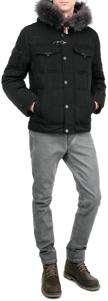 Куртка мужская. W15-22016W15-22016Стильная мужская куртка Finn Flare подчеркнет креативность вашего вкуса. Модель прямого кроя с не отстегивающимся капюшоном застегивается на застежку-молнию и дополнительно ветрозащитным клапаном на кнопки. Капюшон дополнен съемной опушкой из натурального крашеного меха енота. Утеплитель - пух и перо. Рукава оформлены эластичными, трикотажными манжетами. Куртка дополнена двумя боковыми карманами на кнопках. На груди также есть два кармана с клапанами на кнопках. Один рукав оформлен текстильной нашивкой, другой рукав - не большим накладным кармашком с клапаном на кнопке. Внутри куртка дополнена двумя потайными карманами, один на пуговице, другой на застежке-молнии. Эта модная куртка послужит отличным дополнением к вашему гардеробу.