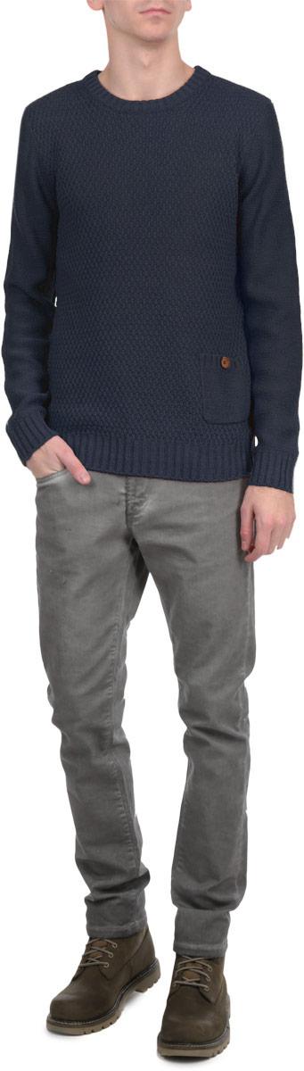 Джемпер мужской. 61227076122707 1991 INSIGNIA BМужской вязаный джемпер Solid необычайно мягкий и приятный на ощупь, не сковывает движения, обеспечивая наибольший комфорт. Джемпер с круглым вырезом горловины и длинными рукавами идеально гармонирует с любыми предметами одежды и будет уместен и на отдых, и на работу. Низ и манжеты изделия связаны мелкой резинкой. Модель дополнена одним нашивным карманом. Такой замечательный джемпер - базовая вещь в гардеробе современного мужчины, желающего выглядеть элегантно каждый день!