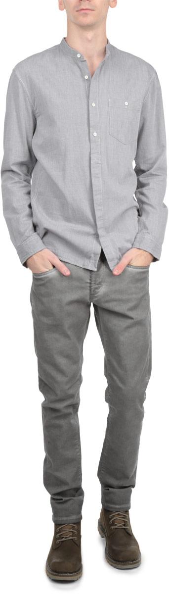 Рубашка мужская. 2029695.00.122029695.00.12_2502Стильная мужская рубашка Tom Tailor Denim, выполненная из натурального хлопка, обладает высокой теплопроводностью, воздухопроницаемостью и гигроскопичностью, позволяет коже дышать, тем самым обеспечивая наибольший комфорт при носке даже самым жарким летом. Модель с длинными рукавами, круглым вырезом горловины и полукруглым низом застегивается на пуговицы. Манжеты также застегиваются на пуговицы. Изделие оформлено нагрудным накладным карманом на пуговице. Такая рубашка будет дарить вам комфорт в течение всего дня и послужит замечательным дополнением к вашему гардеробу.