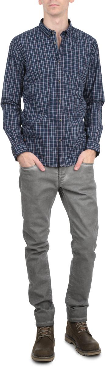Рубашка мужская. 2030583.00.102030583.00.10_6519Стильная мужская рубашка Tom Tailor с длинными рукавами, отложным воротником и застежкой на пуговицы приятная на ощупь, не сковывает движения, обеспечивая наибольший комфорт. Рубашка оформлена ярким клетчатым принтом. Рубашка, выполненная из хлопка, обладает высокой воздухопроницаемостью и гигроскопичностью, позволяет коже дышать, тем самым обеспечивая наибольший комфорт при носке даже самым жарким летом. Эта модная и удобная рубашка послужит замечательным дополнением к вашему гардеробу.