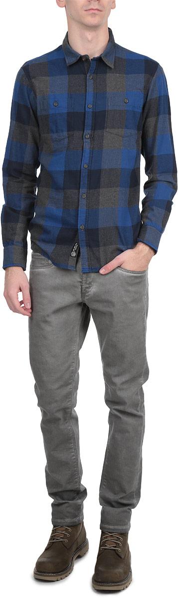 Рубашка10154075_58BСтильная мужская рубашка Broadway с длинными рукавами, отложным воротником и застежкой на пуговицы приятная на ощупь, не сковывает движения, обеспечивая наибольший комфорт. Рубашка оформлена ярким клетчатым принтом и накладными карманами. Рубашка, выполненная из хлопка, обладает высокой воздухопроницаемостью и гигроскопичностью, позволяет коже дышать, тем самым обеспечивая наибольший комфорт при носке даже самым жарким летом. Эта модная и удобная рубашка послужит замечательным дополнением к вашему гардеробу.