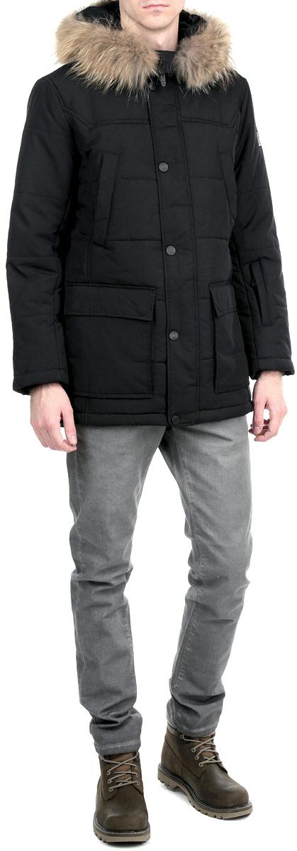 Куртка мужская. W15-42005W15-42005Стильная, удлиненная куртка Finn Flare подчеркнет креативность вашего вкуса. Модель прямого кроя с не отстегивающимся капюшоном застегивается на застежку-молнию и дополнительно ветрозащитным клапаном на кнопки. Капюшон дополнен съемной опушкой из натурального меха енота. Утеплитель - синтепон. Рукава оформлены эластичными, трикотажными манжетами. Куртка дополнена четырьмя боковыми карманами, два из которых на кнопках, а два с клапанами на кнопках. На груди также есть два кармана на кнопках. На рукаве - не большой карман на застежке-молнии. Внутри куртка дополнена двумя потайными карманами, один на липучке, другой на застежке-молнии. Эта модная куртка послужит отличным дополнением к вашему гардеробу.