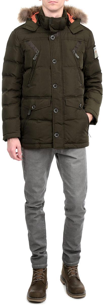 КурткаA15-22005 601Стильная и удлиненная куртка Finn Flare подчеркнет креативность вашего вкуса. Модель прямого кроя с отстегивающимся капюшоном застегивается на застежку-молнию и дополнительно ветрозащитным клапаном на кнопки и пуговицы. Капюшон дополнен съемной меховой опушкой из енота. Утеплитель - пух и перо. Куртка дополнена четырьмя боковыми карманами, два из которых на застежках-молниях и два с клапанами на пуговицах. Также есть два нагрудных кармана на застежках-молниях. Рукав оформлен текстильной нашивкой. Внутри куртка дополнена тремя потайными карманами, один на липучке, другой на пуговице и третий на застежке-молнии. Модель внутри на талии дополнена эластичной, затягивающейся кулиской. Эта модная куртка послужит отличным дополнением к вашему гардеробу.