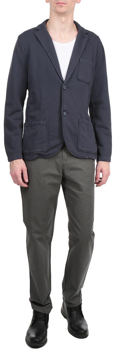 Пиджак мужской. 3922191.00.103922191.00.10_6800Стильный мужской пиджак Tom Tailor, изготовленный из мягкого хлопкового материала, не сковывает движений, обеспечивая наибольший комфорт. Модель прямого кроя с длинными рукавами и воротником с лацканами застегивается спереди на две пуговицы. Манжеты рукавов также застегиваются на пуговицы. Пиджак дополнен нагрудным кармашком и двумя накладными карманами по бокам. Этот модный пиджак станет отличным дополнением к вашему гардеробу.