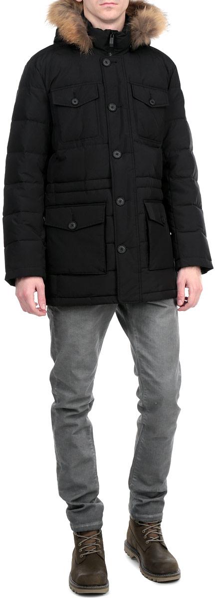 КурткаW15-21008Стильная и удлиненная куртка Finn Flare подчеркнет креативность вашего вкуса. Модель прямого кроя с отстегивающимся капюшоном застегивается на застежку-молнию и дополнительно ветрозащитным клапаном на кнопки и пуговицы. Капюшон дополнен съемной опушкой из натурального меха енота. Утеплитель - пух и перо. Рукава оформлены эластичными, трикотажными манжетами. Куртка дополнена четырьмя боковыми карманами, два из которых с клапанами на пуговицах. Также есть два нагрудных кармана с клапанами на пуговицах. Внутри куртка дополнена двумя потайными карманами, один с клапаном на пуговице, другой на застежке-молнии. Внутри модель на талии дополнена эластичной, затягивающейся кулиской. Эта модная куртка послужит отличным дополнением к вашему гардеробу.