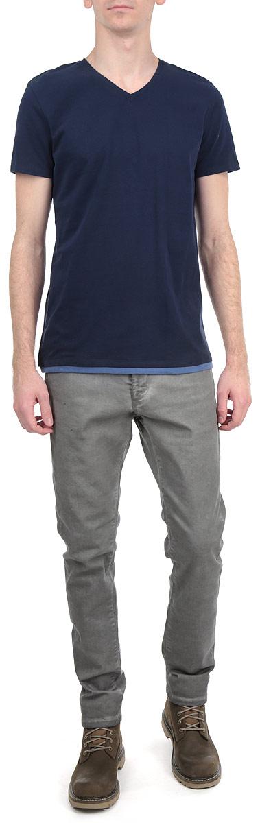 Футболка мужская. 1032611.00.151032611.00.15_6593Стильная мужская футболка Tom Tailor, выполненная из высококачественного хлопка, обладает высокой воздухопроницаемостью и гигроскопичностью, позволяет коже дышать. Модель с короткими рукавами и V-образным вырезом горловины по нижнему краю дополнена контрастной вставкой. Эта футболка - идеальный вариант для создания эффектного образа.