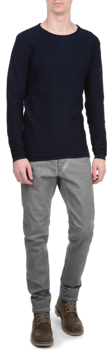 Джемпер мужской. 6132823 19916132823 1991 INSIGNIA BСтильный мужской джемпер Solid, выполненный из 1005-го хлопка, необычайно мягкий и приятный на ощупь, не сковывает движения, обеспечивая наибольший комфорт. Джемпер с круглым вырезом горловины и длинными рукавами идеально гармонирует с любыми предметами одежды и будет уместен и на отдых, и на работу. Низ и манжеты изделия связаны мелкой резинкой. Горловина изделия дополнена оторочкой с необработанным краем. Такой замечательный джемпер - базовая вещь в гардеробе современного мужчины, желающего выглядеть элегантно каждый день!