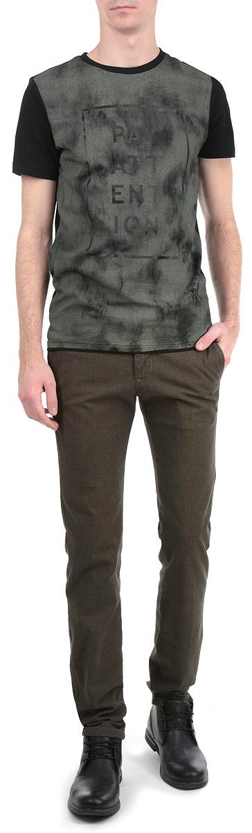 Брюки мужские. 12998 201912998 2019 ODSWСтильные мужские брюки WPM высочайшего качества, выполненные из плотного хлопка с небольшим добавлением эластана, подходят большинству мужчин, не сковывают движения, обеспечивая наибольший комфорт. Брюки классического кроя и средней посадки застегиваются на пуговицу в поясе и ширинку на молнии, имеются шлевки для ремня. Спереди модель оформлена двумя врезными карманами с косыми срезами и маленьким секретным карманом, а сзади - двумя прорезными карманами с декоративной отстрочкой. Эти модные и в тоже время комфортные брюки послужат отличным дополнением к вашему гардеробу.
