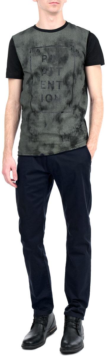 Брюки6403512.00.15_6800Стильные мужские брюки Tom Tailor, выполненные из натурального хлопка высочайшего качества, подходят большинству мужчин. Модель прямого кроя и средней посадки станет отличным дополнением к вашему современному образу. Застегиваются брюки на пуговицу в поясе и ширинку на молнии, имеются шлевки для ремня. Спереди модель оформлена двумя втачными карманами с косыми срезами и одним врезным миниатюрным кармашком, а сзади имитацией врезных карманов. Эти модные и в то же время комфортные брюки послужат отличным дополнением к вашему гардеробу. В них вы всегда будете чувствовать себя уютно и комфортно.