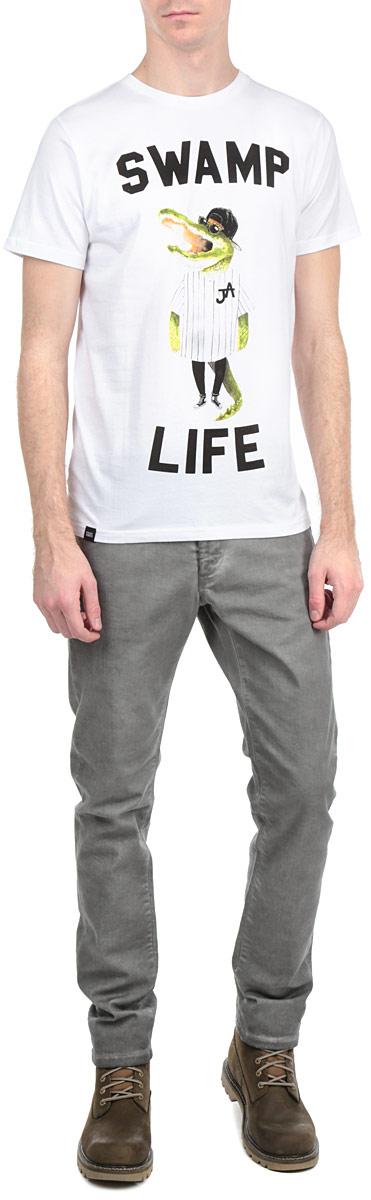 Футболка14096Симпатичная мужская футболка Dedicated Swamp Life станет модным дополнением к вашему гардеробу. Модель изготовлена из высококачественного материала, благодаря чему великолепно пропускает воздух и обладает высокой гигроскопичностью. Футболка прямого кроя, с короткими рукавами и круглым вырезом горловины оформлена забавным принтом и надписью. Такая футболка будет отлично смотреться на вас.