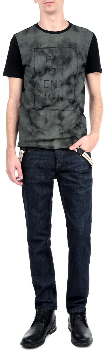 Джинсы мужские. 6126603 9010 326126603 9010 32 DARKСтильные мужские джинсы Solid изготовлены из натурального хлопка с добавлением полиэстера. Модель классического прямого кроя с ширинкой на пуговицах на талии также застегивается на пуговицу и имеет шлевки для ремня. Спереди джинсы дополнены двумя втачными карманами и одним небольшим секретным кармашком, сзади имеются два больших накладных кармана. Джинсы оформлены перманентными складками и нашивками с логотипом бренда. В комплект входят съемные подтяжки, которые регулируются по высоте и крепятся к поясу при помощи пуговиц. Эти модные и в тоже время комфортные джинсы послужат отличным дополнением к вашему гардеробу.