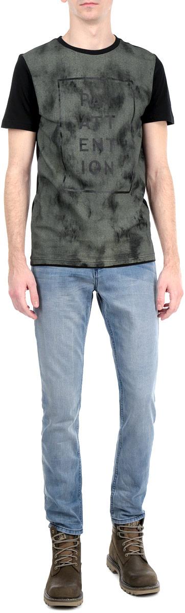 Джинсы мужские. 6203340.00.106203340.00.10_1059Стильные мужские джинсы Tom Tailor - джинсы высочайшего качества на каждый день, которые прекрасно сидят. Модель зауженного к низу кроя и средней посадки изготовлена из 100%-го хлопка. Застегиваются джинсы на пуговицу в поясе и ширинку на пуговицах, имеются шлевки для ремня. Спереди модель оформлены двумя втачными карманами и одним небольшим секретным кармашком, а сзади - двумя накладными карманами. Эти модные и в тоже время комфортные джинсы послужат отличным дополнением к вашему гардеробу. В них вы всегда будете чувствовать себя уютно и комфортно.