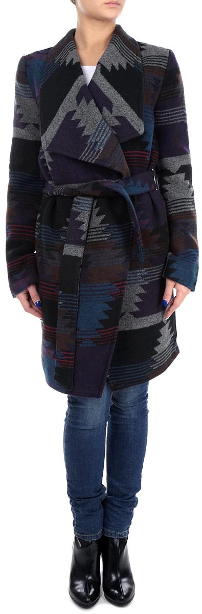 Пальто женское. 3820672.00.713820672.00.71_2999Стильное женское пальто Tom Tailor Denim, рассчитанное на прохладную погоду, поможет вам почувствовать себя максимально комфортно. Модель выполнена из высококачественного материала. Изделие приталенного силуэта без застежки, с лацканами, на талии завязывается на пояс. Модель оформлена абстрактным орнаментом. Пальто дополнено двумя боковыми карманами. Модная фактура ткани, отличное качество, великолепный дизайн.