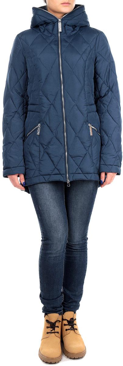 КурткаW15-32003Стильная женская куртка Finn Flare отлично подойдет для холодной погоды. Модель приталенного силуэта с несъемным капюшоном и длинными рукавами застегивается на застежку-молнию по всей длине. Куртка оформлена эффектной стежкой и дополнена двумя втачными карманами на молнии. С внутренней стороны по линии талии модель дополнена эластичной резинкой на стопперах. Эта модная куртка послужит отличным дополнением к вашему гардеробу.