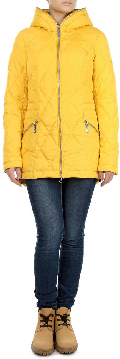 W15-32003Стильная женская куртка Finn Flare отлично подойдет для холодной погоды. Модель приталенного силуэта с несъемным капюшоном и длинными рукавами застегивается на застежку-молнию по всей длине. Куртка оформлена эффектной стежкой и дополнена двумя втачными карманами на молнии. С внутренней стороны по линии талии модель дополнена эластичной резинкой на стопперах. Эта модная куртка послужит отличным дополнением к вашему гардеробу.