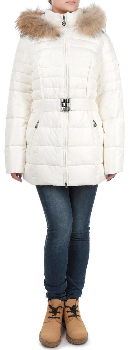 W15-11008Стильная и удлиненная женская куртка Finn Flare подчеркнет креативность вашего вкуса. Модель приталенного кроя с отстегивающимся капюшоном застегивается на застежку-молнию. Капюшон дополнен съемной опушкой из натурального крашеного меха енота. Утеплитель - синтепон. Куртка дополнена двумя боковыми карманами на застежках-молниях. К модели прилагается пояс с эластичной вставкой и металлической пряжкой. Эта модная куртка послужит отличным дополнением к вашему гардеробу.