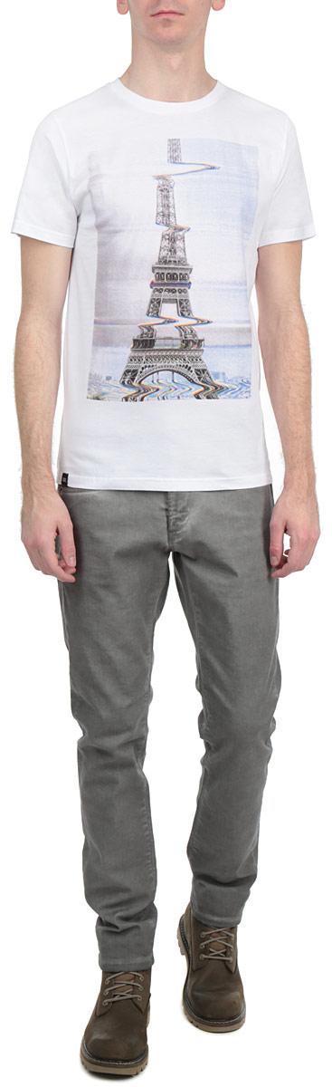 Футболка14113Симпатичная мужская футболка Dedicated Glitch Eiffel станет модным дополнением к вашему гардеробу. Модель изготовлена из высококачественного материала, благодаря чему великолепно пропускает воздух и обладает высокой гигроскопичностью. Футболка прямого кроя, с короткими рукавами и круглым вырезом горловины оформлена оригинальным принтом. Такая футболка будет отлично смотреться на вас.