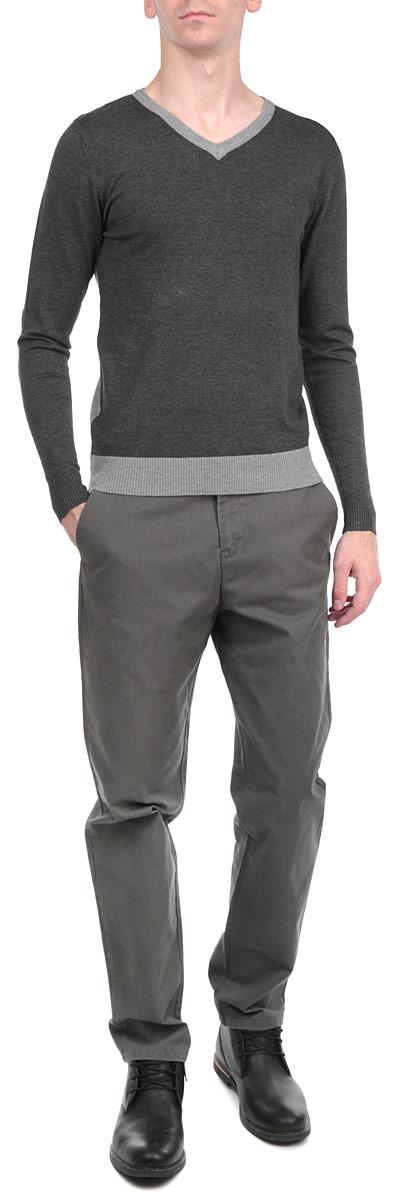 Пуловер мужской. H3 PF071H3 PF071 Anthracite Melange/Grey MelangeПуловер мужской Fresh Brand необычайно мягкий и приятный на ощупь, не сковывает движения, обеспечивая наибольший комфорт. Пуловер с V-образным вырезом горловины имеет длинные рукава. Низ и манжеты связаны мелкой резинкой. Модель идеально гармонирует с любыми предметами одежды. Этот вариант уместен и на отдых, и работу. Такой замечательный пуловер - базовая вещь в гардеробе современного мужчины, желающего выглядеть элегантно каждый день!