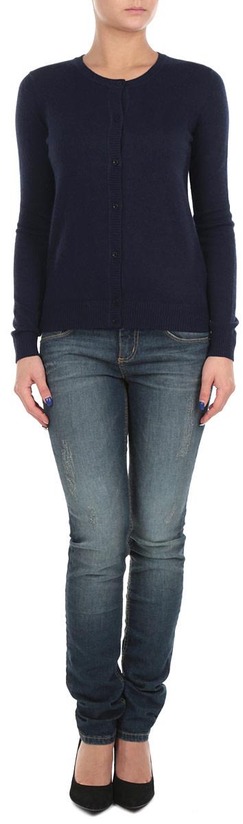 Кофта женская. B145702B145702Стильная женская кофта Baonиз мягкого трикотажа идеально впишется в ваш гардероб и согреет вас в прохладные дни. Изделие, изготовленное из вискозы с добавлением полиамида и эластана, поэтому отлично держит форму. Модель с круглым вырезом горловины и длинными рукавами застегивается по всей длине на пуговицы. Эта модная кофта подарит вам комфорт и станет прекрасным дополнением к вашему гардеробу.
