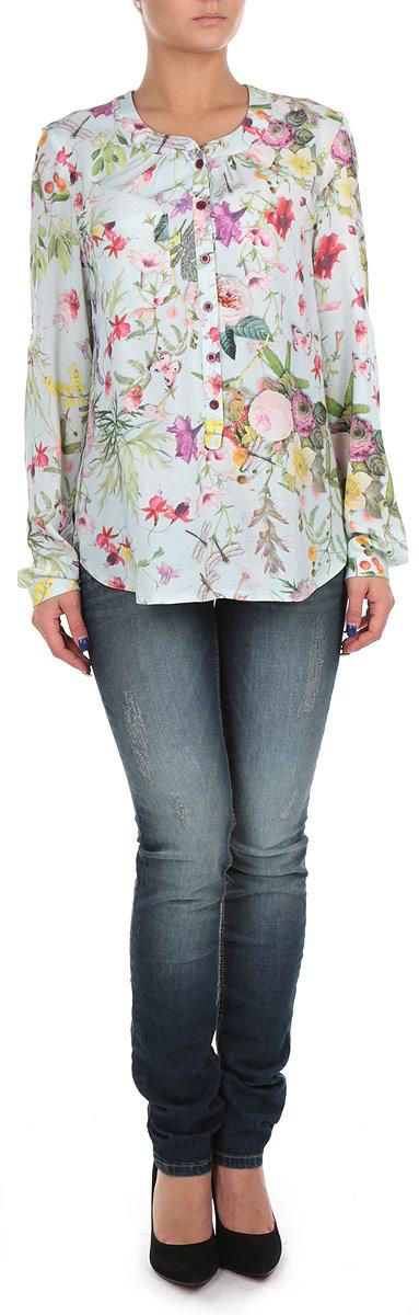 Блузка женская. 1732917329_rose flowersСтильная женская блузка свободного кроя, выполненная из 100%-ной вискозы, мягкая, приятная на ощупь. Модель с круглым вырезом горловины и длинными рукавами оформлена ярким цветочным принтом. Спереди изделие дополнено нашивным карманом.