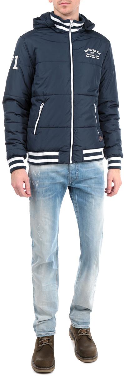 Куртка мужская. H3 DF071H3 DF071 Night BlueУтепленная мужская куртка Fresh Brand подчеркнет вашу индивидуальность и обеспечит защиту от всевозможных погодных условий. Куртка со съемным капюшоном и воротником-стойкой застегивается на пластиковую застежку- молнию. Капюшон пристегивается также с помощью молнии. Горловина, манжеты и низ изделия дополнены эластичными трикотажными резинками, препятствующими проникновению холодного воздуха. Спереди модель дополнена двумя прорезными карманами, закрывающимися на застежки-молнии. С изнаночной стороны имеется прорезной карман без застежки. Модель оформлена декоративными нашивками. Эта утепленная стильная куртка послужит отличным дополнением к вашему гардеробу!