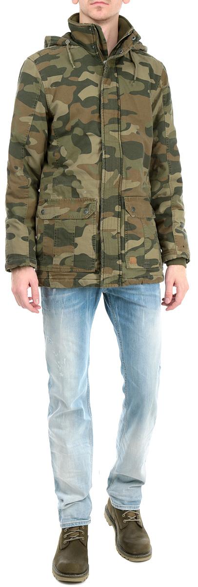 Куртка мужская. 2-351042-35104 CamouflageТеплая мужская куртка Shine камуфляжной расцветки согреет вас в холодную погоду. Изделие с несъемным капюшоном, воротником-стойкой и длинными рукавами застегивается на застежку-молнию по всей длине и дополнительно ветрозащитной планкой на металлические кнопки. Рукава изделия оснащены эластичными текстильными манжетами, препятствующими проникновению холодного воздуха. Спереди модель дополнена двумя нашивными и двумя втачными карманами. Подкладка изделия оформлена стеганой отстрочкой. С внутренней стороны модель дополнена двумя накладными карманами, по линии талии имеется кулиска на стопперах. Эта стильная куртка послужит отличным дополнением к вашему гардеробу!