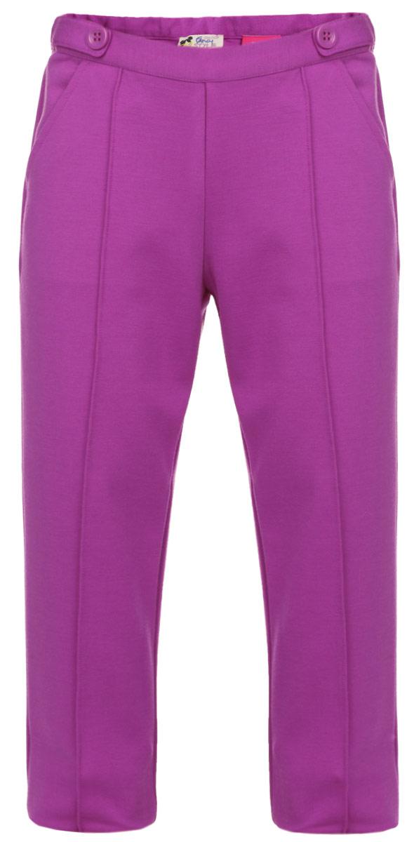9024128_018Стильные брюки для девочки Chicco идеально подойдут вашей маленькой моднице. Изготовленные из полиэстера с добавлением вискозы и эластана, они мягкие и приятные на ощупь, не сковывают движения и позволяют коже дышать, не раздражают нежную и чувствительную кожу ребенка, обеспечивая ему наибольший комфорт. Брюки слегка зауженного кроя застегиваются сбоку на небольшую пластиковую молнию. При необходимости пояс можно утянуть скрытой резинкой на пуговках. Спереди у модели предусмотрены два втачных кармана. Пояс брюк декорирован двумя пуговками. Современный дизайн, высокое качество и яркая расцветка делают эти брюки модным и стильным предметом детского гардероба. В них ваша дочурка всегда будет в центре внимания!