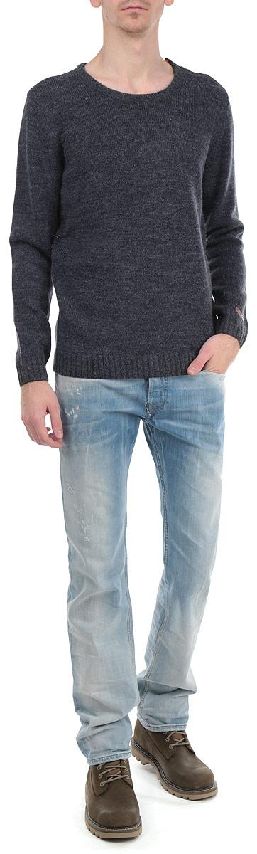 Джемпер мужской. 2-840082-84008 CHAR MELСтильный мужской джемпер Shine с круглым вырезом горловины и длинными рукавами идеально гармонирует с любыми предметами одежды. Горловина оформлена декоративной застежкой на пуговицах. Низ и манжеты изделия связаны резинкой. Такой замечательный джемпер - базовая вещь в гардеробе современного мужчины, желающего выглядеть стильно каждый день!