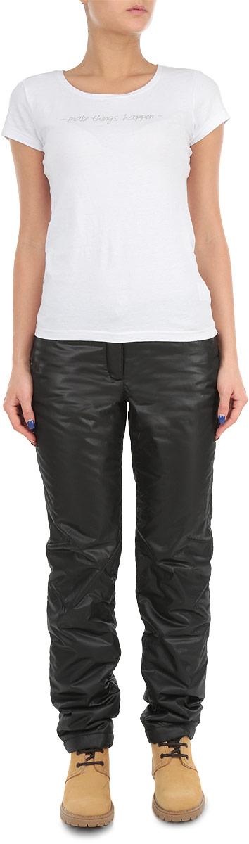 Брюки женские. W15-12018W15-12018_200Утепленные женские брюки Finn Flare свободного покроя, изготовленные из воздухопроницаемого материала, позволят вам чувствовать себя комфортно в холодную погоду. Современный дизайн, созданный специально для девушек, которые ценят стиль. На поясе изделие застегивается на ширинку с молнией и металлическую пуговицу, имеются шлевки для ремня. Спереди модель дополнена двумя втачными карманами, сзади - двумя накладными карманами. Брюки подарят комфорт и тепло и позволят наслаждаться зимними видами спорта и активным отдыхом.