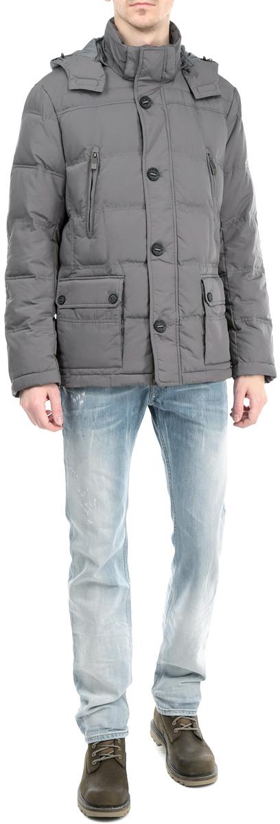 Куртка мужская. W15-21005W15-21005_101Стильная мужская куртка Finn Flare, выполненная из высококачественных материалов, обеспечит максимальный комфорт при различных погодных условиях. Изделие со съемным капюшоном, воротником-стойкой и длинными рукавами застегивается на пластиковую застежку-молнию и дополнительно ветрозащитной планкой на пуговицы и кнопки. Капюшон по краю дополнен скрытой эластичной резинкой на стопперах. Рукава изделия дополнены эластичными манжетами, препятствующими проникновению холодного воздуха. Спереди модель дополнена двумя прорезными карманами на молнии и двумя накладными карманами на кнопках, с внутренней стороны - втачным карманом на молнии и двумя накладными карманами на пуговицах. Этот теплый пуховик послужит отличным дополнением к вашему гардеробу!