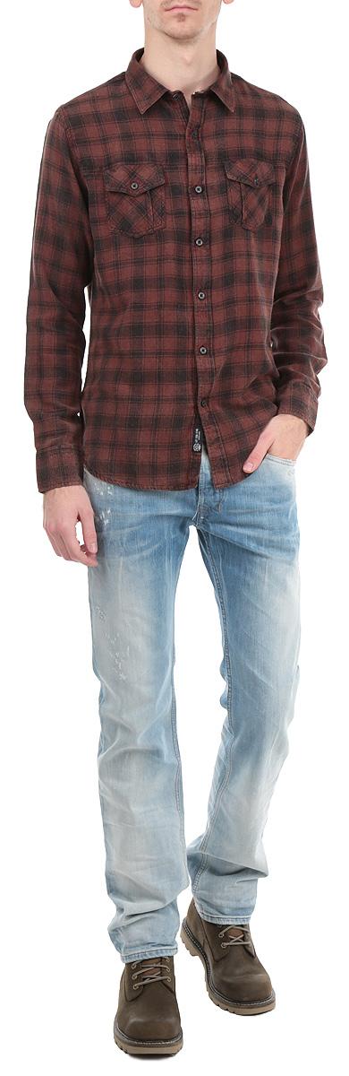 Рубашка мужская. 1015372010153720_409Стильная мужская рубашка Broadway с длинными рукавами, отложным воротником и застежкой на пуговицы приятная на ощупь, не сковывает движения, обеспечивая наибольший комфорт. Рубашка оформлена ярким клетчатым принтом и накладными карманами. Рубашка, выполненная из хлопка, обладает высокой воздухопроницаемостью и гигроскопичностью, позволяет коже дышать, тем самым обеспечивая наибольший комфорт при носке даже самым жарким летом. Эта модная и удобная рубашка послужит замечательным дополнением к вашему гардеробу.