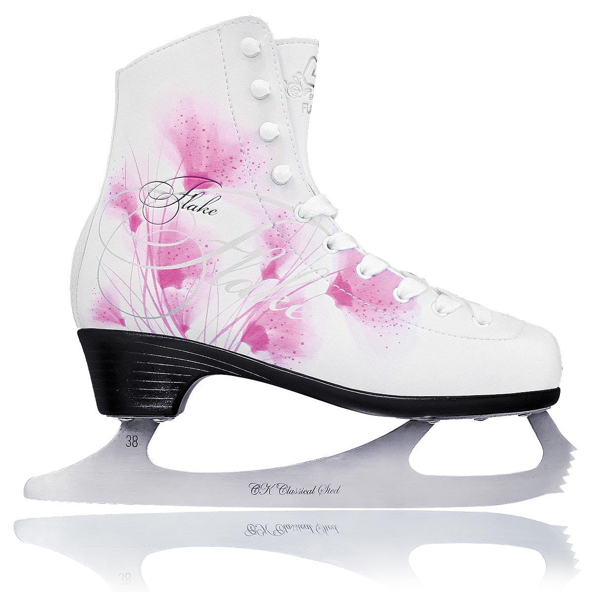 Коньки фигурные для девочки Flake LeatherFLAKE leatherДетские фигурные коньки для девочки от CK Flake Leather идеально подойдут для любительского катания. Модель выполнена из современной морозоустойчивой искусственной кожи с высокой, плотной колодкой и усиленным задником, обеспечивающим боковую поддержку ноги. Внутренняя поверхность исполнена из натуральной прессованной кожи, отлично облегающей ногу, а стелька - из текстиля, обеспечивающая уют и комфорт во время катания. На языке и заднике коньки дополнены тиснением в виде логотипа бренда, а сбоку - ярким красочным изображением цветов и оригинальным принтом. Подошва - из твердого пластика. Лезвие из нержавеющей стали со специальным покрытием, придающим дополнительную прочность, обеспечит превосходное скольжение. Особенность данной модели заключается в поддержке голеностопа и в том, что каблук визуально сливается с основной подошвой, придавая коньку изящный вид и современный дизайн. Оригинальные коньки придутся по душе вашему ребенку.