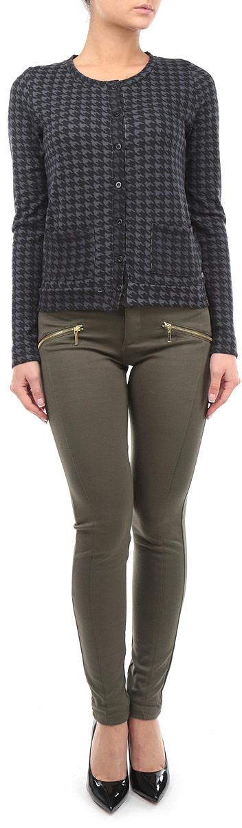 Брюки женские. SPAPENAOMIESPAPENAOMIE 1P/GRN099Стильные женские брюки Tally Weijl, выполненные из полиэстера с добавлением вискозы и эластана, позволят вам создать неповторимый, запоминающийся образ. Брюки-слим имеют заниженную посадку и застегиваются на молнию и пуговицу, на поясе имеются шлевки для ремня. Изделие дополнено двумя накладными карманами сзади и декорировано имитацией карманов на молниях спереди. Однотонные брюки будут великолепно сочетаться с любыми нарядами. Эти модные брюки послужат отличным дополнением к вашему гардеробу. В них вы всегда будете чувствовать себя уверенно и удобно.