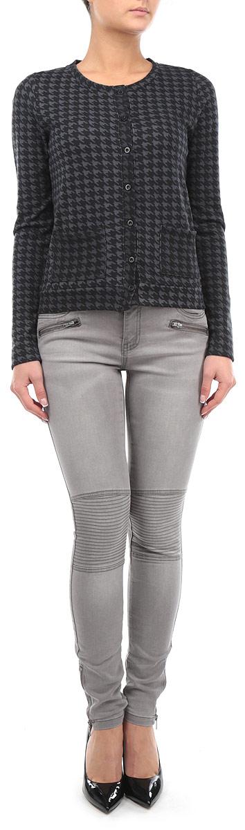 Брюки10153833 854Стильные женские брюки Broadway, выполненные из хлопка с добавлением полиэстера и эластана, позволят вам создать неповторимый, запоминающийся образ. Брюки-скинни имеют классическую посадку и застегиваются на молнию и пуговицу, на поясе имеются шлевки для ремня. Брюки имеют классический пятикарманный крой: спереди модель дополнена двумя втачными карманами и одним маленьким накладным кармашком, а сзади - двумя накладными карманами. Изделие оформлено декоративными застежками-молниями спереди и в нижней части штанин, а также вставками с декоративной отстрочкой на коленях. Эти модные брюки послужат отличным дополнением к вашему гардеробу. В них вы всегда будете чувствовать себя уверенно и удобно.