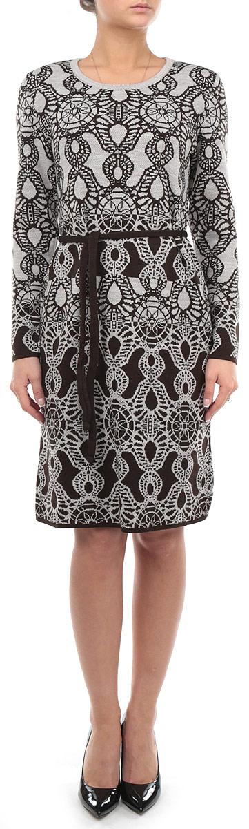 Платье. 794794Элегантное платье Milana Style, выполненное из высококачественных материалов, идеально впишется в ваш гардероб. Модель прилегающего силуэта с круглым воротником и длинными рукавами прекрасно подчеркнет достоинства вашей фигуры. Модель дополнена текстильным пояском. Манжеты и низ изделия окантованы мелкой резинкой, что предотвращает деформацию при носке. Это теплое платье с оригинальным принтом станет отличным дополнением к вашему гардеробу.