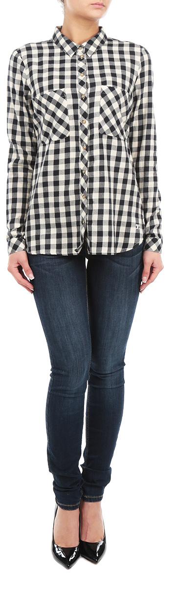 Рубашка женская. 2030883.00.712030883.00.71_6933Женская рубашка Tom Tailor, выполненная из высококачественного 100% хлопка, обладает высокой теплопроводностью, воздухопроницаемостью и гигроскопичностью, позволяет коже дышать, тем самым обеспечивая наибольший комфорт при носке. Модель классического кроя с отложным воротником застегивается на пуговицы. Длинные рукава рубашки дополнены манжетами на пуговицах. На груди расположены два накладных кармана.Рубашка оформлена актуальным принтом в клетку. Такая рубашка подчеркнет ваш вкус и поможет создать великолепный стильный образ.