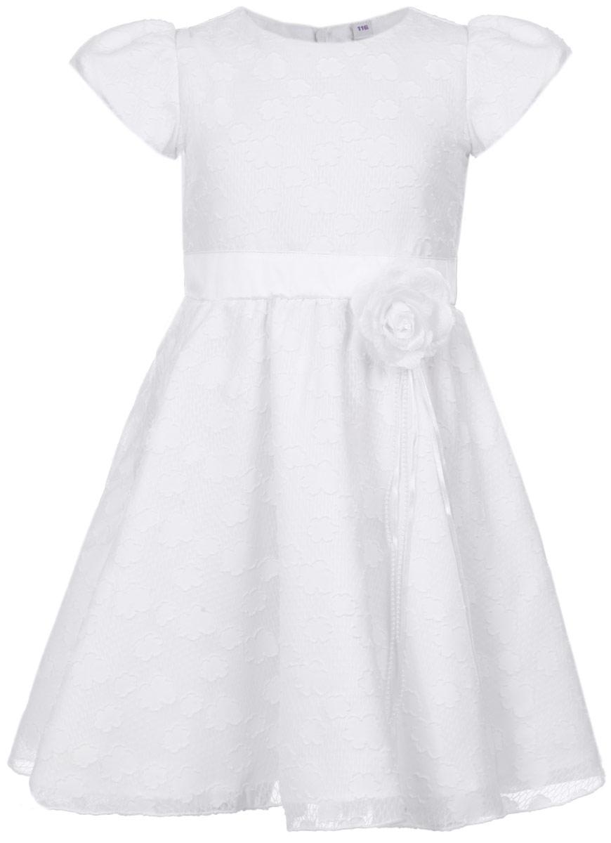 Платье для девочки. 452001452001Очаровательное платье для девочки PlayToday идеально подойдет вашей маленькой принцессе для праздничных мероприятий. Платье выполнено из полиэстера на подкладке из натурального хлопка, оно мягкое и приятное на ощупь, не сковывает движения и позволяет коже дышать, не раздражает даже самую нежную и чувствительную кожу ребенка, обеспечивая наибольший комфорт. Платье с круглым вырезом горловины и короткими рукавами-фонариками имеет потайную застежку-молнию на спинке, что помогает с легкостью переодеть ребенка. От талии заложены складочки, придающие изделию воздушность. Линия талии спереди дополнена атласным пояском, завязывающимся на спинке в очаровательный бант. На подъюбнике предусмотрена двойная оборка из сетки, придающая объем. Верх модели выполнен из легкой ткани с фактурным рисунком в виде облаков. В комплект входит аксессуар в виде декоративной съемной броши-цветка на металлической булавке. Такое платье послужит отличным дополнением к детскому...