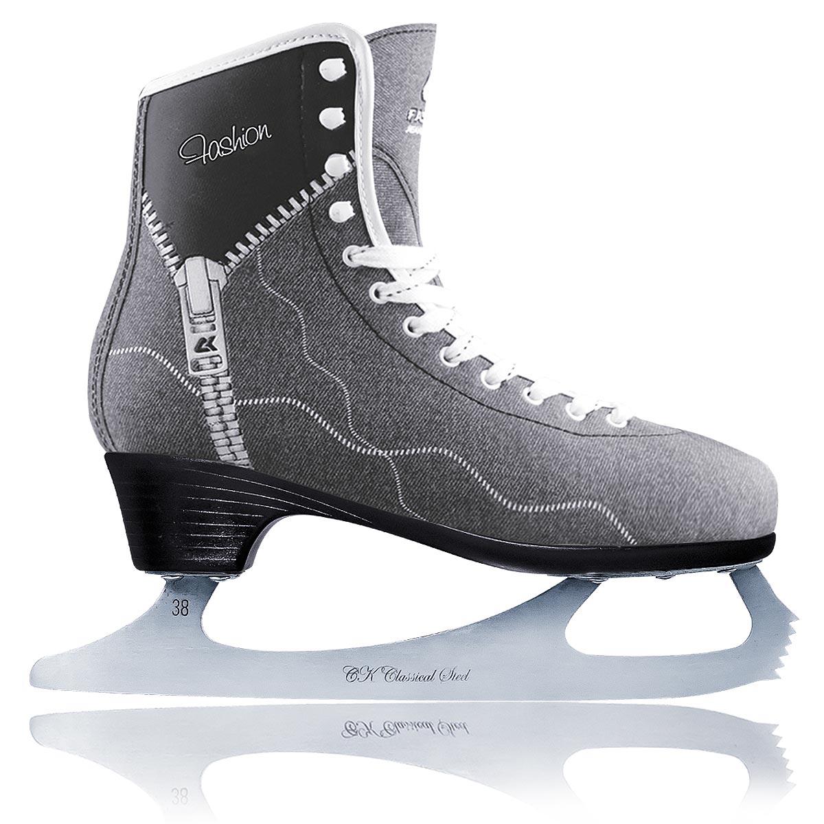 Коньки фигурные женские Fashion Lux JeansFASHION LUX jeansЖенские фигурные коньки от CK Fashion Lux Jeans идеально подойдут для любительского катания. Модель с высокой, плотной колодкой и усиленным задником, обеспечивающим боковую поддержку ноги, выполнена из синтетического материала на виниловой основе, который обработан водоотталкивающей пропиткой, и дополнен на берцах нашивкой из искусственной кожи. Внутренняя поверхность исполнена из искусственного меха, стелька - из текстиля. Язычок, изготовленный из войлока, обеспечит тепло и комфорт во время катания. Плотная классическая шнуровка надежно фиксирует модель на ноге. Коньки оформлены оригинальным принтом под джинсу и дополнены с одной из боковых сторон тиснением в виде молнии и логотипа бренда. Подошва - из твердого пластика. Лезвие из нержавеющей стали со специальным покрытием, придающим дополнительную прочность, обеспечит превосходное скольжение. Особенность данной модели заключается в поддержке голеностопа и в том, что каблук визуально сливается с основной подошвой,...