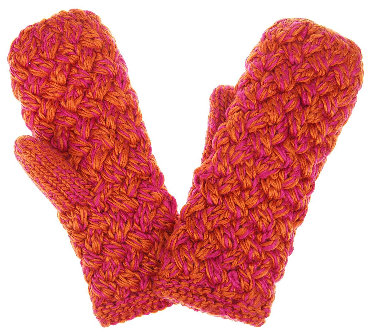 Варежки. 81758175Теплые вязаные варежки R.Mountain - идеальный аксессуар для зимних холодов, внутри имеют мягчайшую плюшевую подкладку, для вашего комфорта и удобной носки. Мягкий цвет, а также крупная вязка придает образу неотразимый вид, а приятный на ощупь шерстяной материал дарит ощущение тепла и комфорта. Одна из варежек оформлена не большим деревянным элементом в виде логотипа бренда. Сочетать этот аксессуар можно с любыми цветами гардероба.