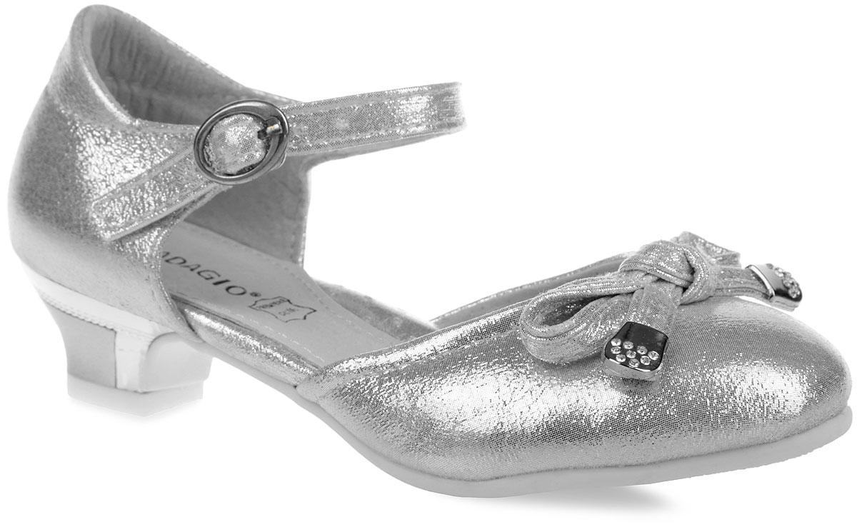Туфли для девочки. 738-8738-8Потрясающие туфли от Adagio придутся по душе вашей дочурке! Модель выполнена из искусственной кожи с блестящей поверхностью. Мыс украшен бантом, на концах дополненным металлическими пластинами со стразами. Ремешок с металлической пряжкой овальной формы надежно зафиксирует обувь на ножке. Длина ремешка регулируется за счет болта. Кожаная стелька дополнена супинатором, который обеспечивает правильное положение ноги ребенка при ходьбе, предотвращает плоскостопие. Каблук оформлен оригинальной металлической вставкой. Подошва с рифленым рисунком в виде цветов защищает изделие от скольжения. Стильные туфли займут достойное место в гардеробе вашей девочки.