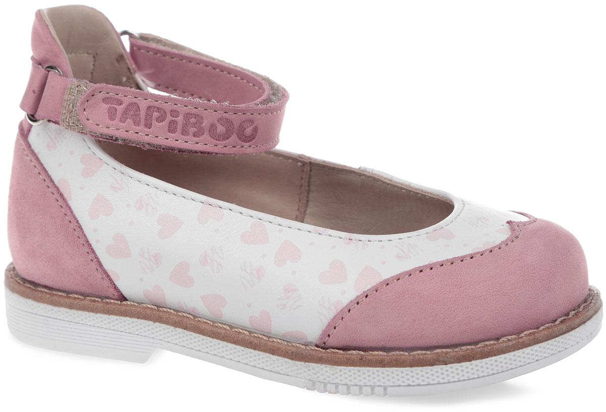 Туфли для девочки. FT-25001.15-OL05O.01FT-25001.15-OL05O.01Прелестные туфли от TapiBoo очаруют вашу девочку с первого взгляда! Модель выполнена из натуральной кожи со вставками из натурального нубука. Обувь оформлена принтом с изображением сердечек, вдоль ранта - крупной прострочкой, на ремешке - тиснением в виде названия бренда. Полужесткий закрытый задник и ремешок на застежке-липучке надежно фиксируют ножку ребенка, не давая ей смещаться из стороны в сторону и назад. Стелька из натуральной кожи дополнена супинатором с перфорацией, который обеспечивает правильное положение ноги ребенка при ходьбе, предотвращает плоскостопие. Ортопедический каблук Томаса укрепляет подошву под средней частью стопы и препятствует заваливанию детской стопы внутрь. Упругая подошва дополнена перекатами, позволяющими повторить естественное движение стопы при ходьбе для правильного распределения нагрузки на опорно-двигательный аппарат. Модные туфли поднимут настроение вам и вашей дочурке!