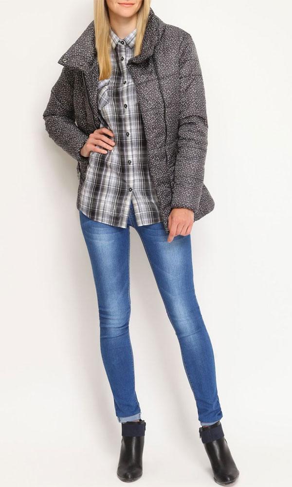 КурткаTKU0249SZСтильная женская куртка Troll, выполненная из высококачественного материала, рассчитана на прохладную погоду. Модель воротником-стойкой и длинными рукавами застегивается на металлическую застежку-молнию, а на воротнике - на две металлические кнопки. Изделие дополнено ремешком с металлической бляшкой. Модель дополнена двумя втачными карманами на молнии. В этой куртке вам будет комфортно. Модная фактура ткани, отличное качество, великолепный дизайн.