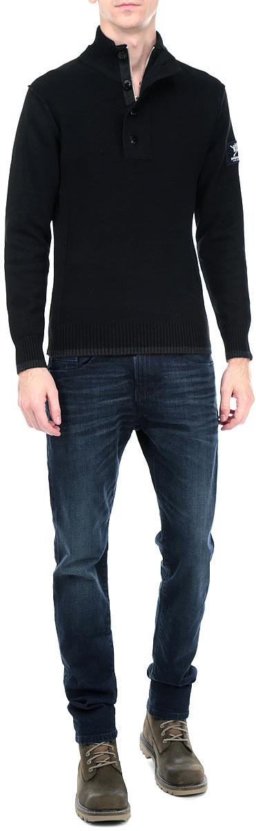 Свитер10153711 544Мужской свитер Broadway, изготовленный из высококачественной хлопковой пряжи, мягкий и приятный на ощупь, не сковывает движений и обеспечивает наибольший комфорт. Модель мелкой вязки с воротником-стойкой и длинными рукавами великолепно подойдет для создания образа в стиле Casual. Воротник застегивается на застежку-молнию и клапан с 3 пластиковыми пуговицами. Манжеты рукавов и низ свитера связаны резинками. Рукав оформлен нашивкой с логотипом производителя. Этот свитер послужит отличным дополнением к вашему гардеробу. В нем вы всегда будете чувствовать себя уютно и комфортно в прохладную погоду.